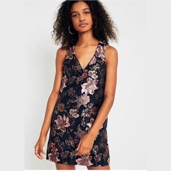 UO Jacquie Jacquard Floral Shift Dress